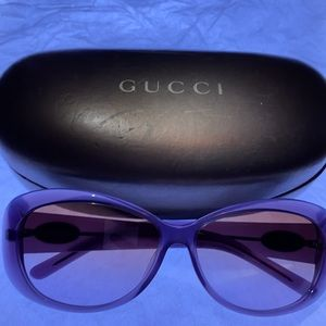 😎  Gucci Sunglasses & Case 😎